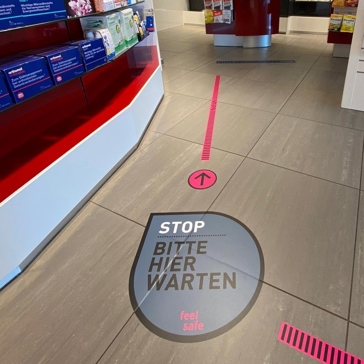Fußbodenaufkleber, 48 x 48 cm »feel safe« Stop, Bitte hier warten