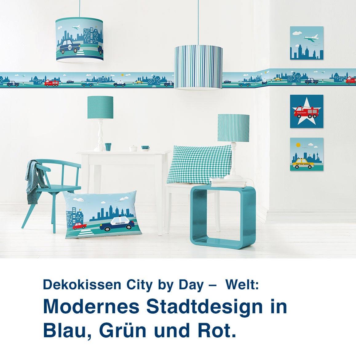 Dekokissen City by Day –  Welt:  Modernes Stadtdesign in  Blau, Grün und Rot.